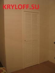 021 Пластиковая жалюзийная дверь в гардеробную.